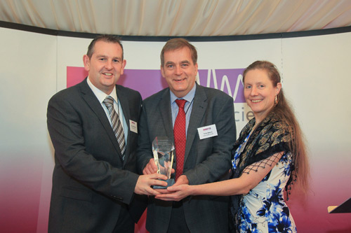 Tony Graves of Salamander Pumps (middle) receives the award
