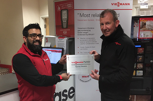 L-R Ismail Hanslod, Plumbase Nelson branch manager and Rich Cooper, national accounts director for Viessmann